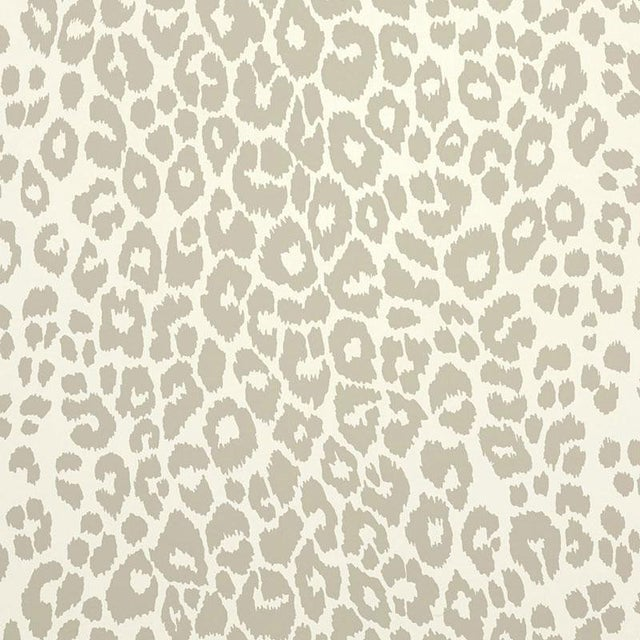 Sample Schumacher Iconic Leopard Pattern Animal Print Wallpaper In Linen Beige