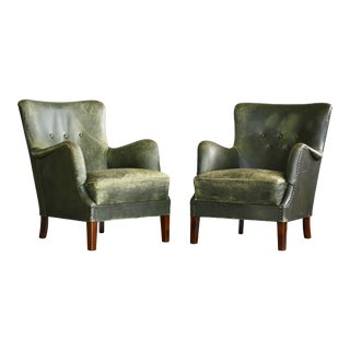 Pair of Danish 1950s Peter Hvidt Attributed Lounge Chairs Green Leather For Sale