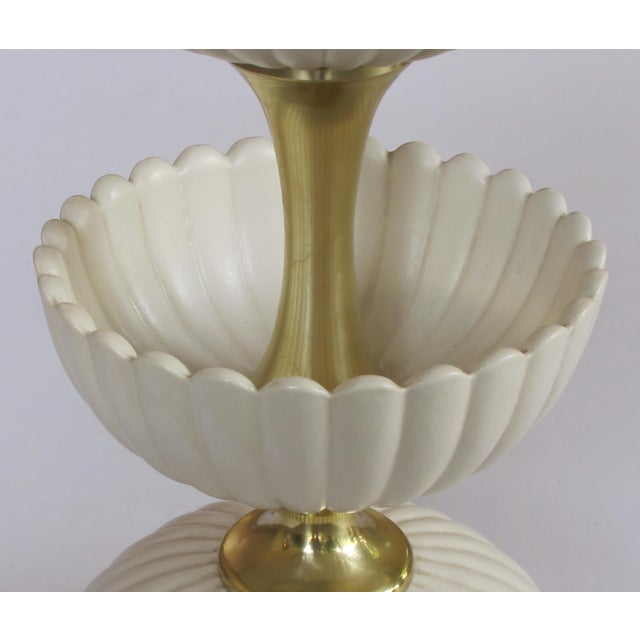 Mid-Century Modern A chic American mid-century ceramic 'Lotus' lamp by Gerald Thurston for Lightolier For Sale - Image 3 of 5