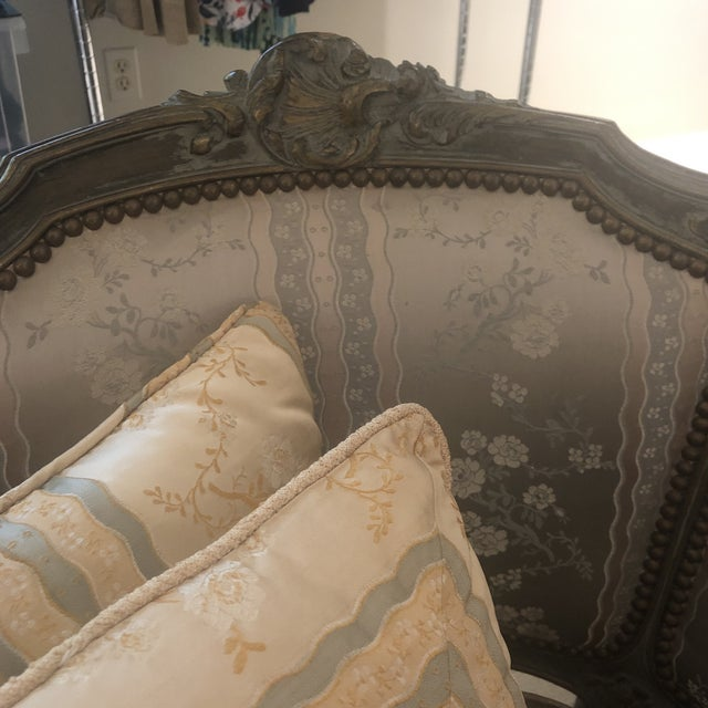 Louis XVI 1930s Antique French Louis XVI Carved Chaise Lounge For Sale - Image 3 of 13