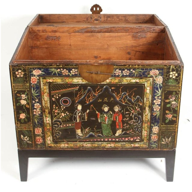 19th Century Chinese Painted Chest For Sale In Los Angeles - Image 6 of 9