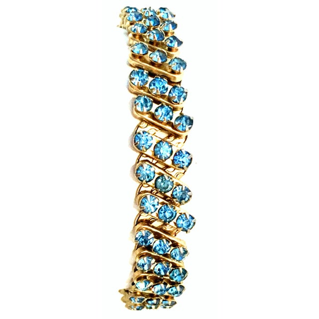 Art Deco 1960's Gold & Sapphire Blue Crystal Rhinestone Expansion Link Bracelet For Sale - Image 3 of 9
