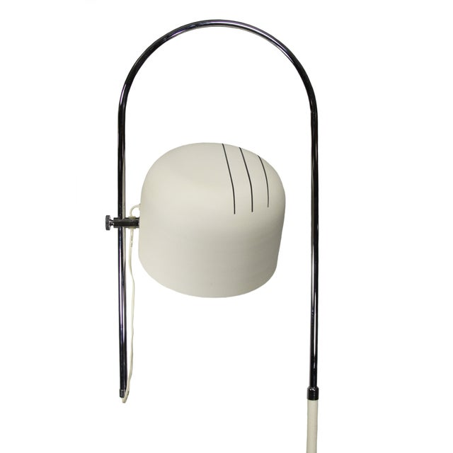 Fabulous Joe Colombo style floor lamp from the 1970s. The metal base and shade are in the original white crinkled enameled...