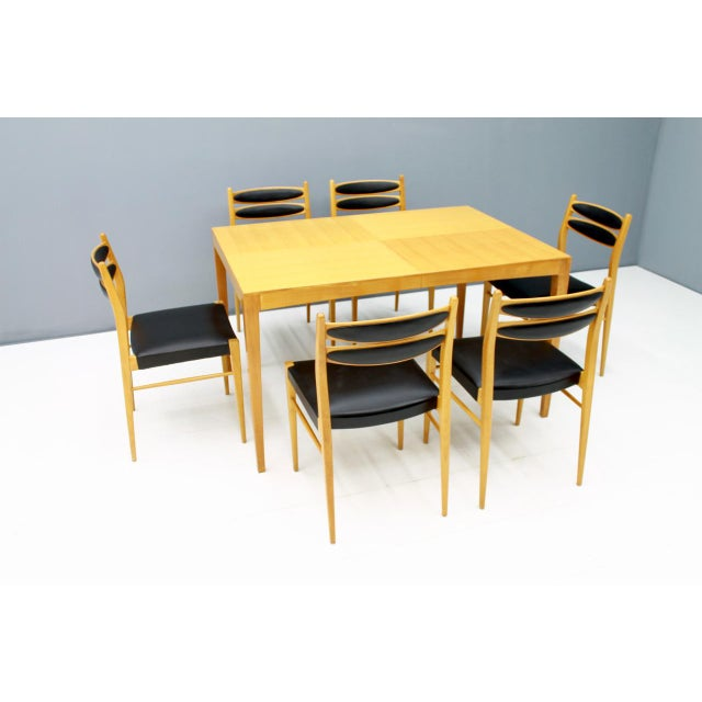 6 chairs in cherry wood and black leather and a dining table that can be extended. This set was purchased in 1957....