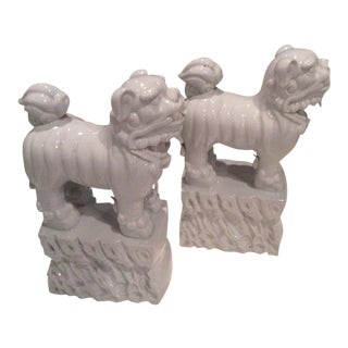 Italian Hollywood Regency White Chine De Blanc Foo Dogs - a Pair For Sale