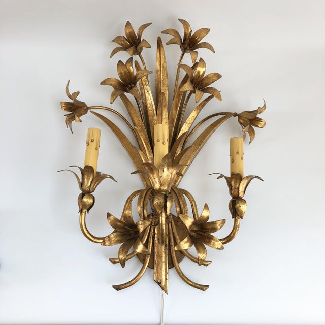 French Country Large 1960s Vintage Gilt Italian Hollywood Regency Floral Three Light Sconce For Sale - Image 3 of 7