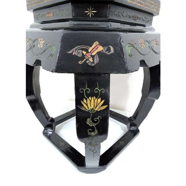 Vintage Chinese Black Lacquer 'Lotus Lake' Floral Stool / Side Drinks Table For Sale In Tampa - Image 6 of 8