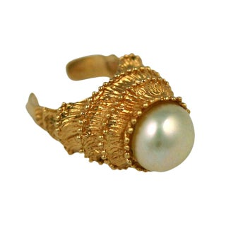 Draft Carven Pearl & Gilt Temple Ring For Sale