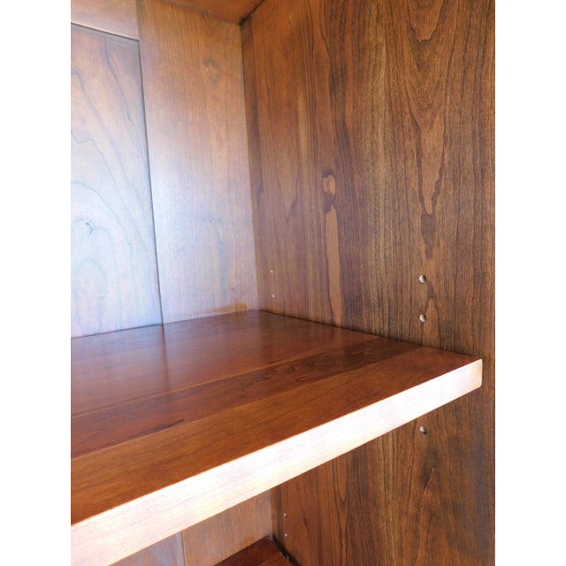 """Brass Stickley Colonial Williamsburg Cherry Chippendale Style 2 Door Bookcase """"A"""" For Sale - Image 7 of 13"""