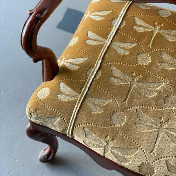 Italian Late 18th Century Venetian Carved and Painted Settee For Sale - Image 3 of 10