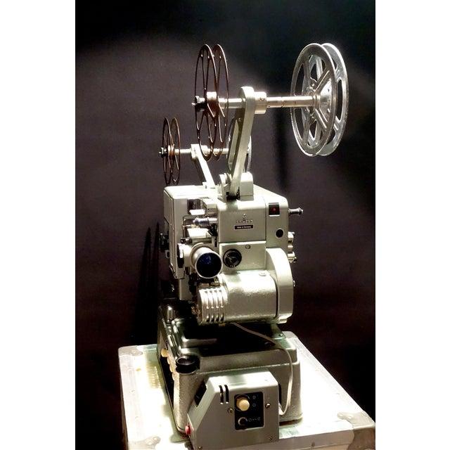 Seimens Studio Movie Film Projector Circa 1958 Rare Original 'Berlin' Green For Sale In Dallas - Image 6 of 11