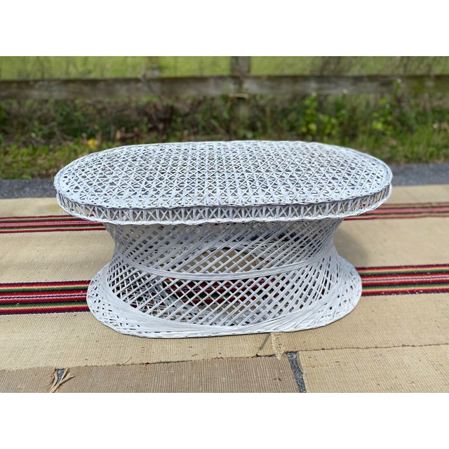 A Nice Vintage Mid-Century Russell Woodard Spun Fiberglass Oval Patio Table. Vintage, 1970's. A nice woven and spun...