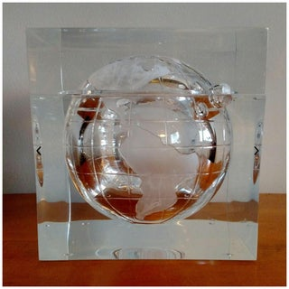 1970s Vintage Alessandro Albrizzi Globe Lucite Ice Bucket Preview