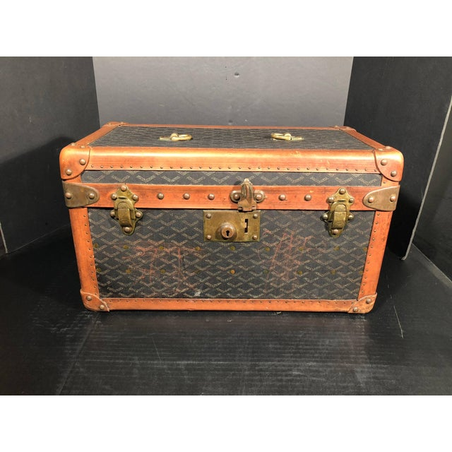 This magnificent rare Goyard Jewelry or valuables trunk features the very sought after chevrons pattern canvas, solid...