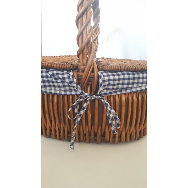 Large Blue and White Checked Picnic Basket For Sale In Charlotte - Image 6 of 7