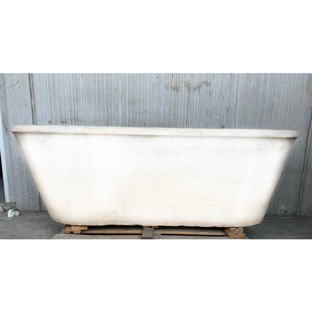 About Antique Bathtub in carrara marble. Unique piece that you can see. We will clean the piece before to be shipped....