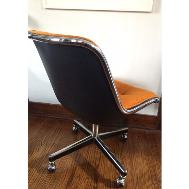 Mid-Century Modern Charles Pollock for Knoll Orange Wool Office Chair For Sale - Image 3 of 4