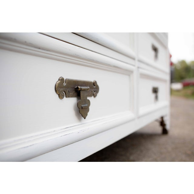 Dixie Antique White Shangri-La 6-Drawer Dresser - Image 4 of 10