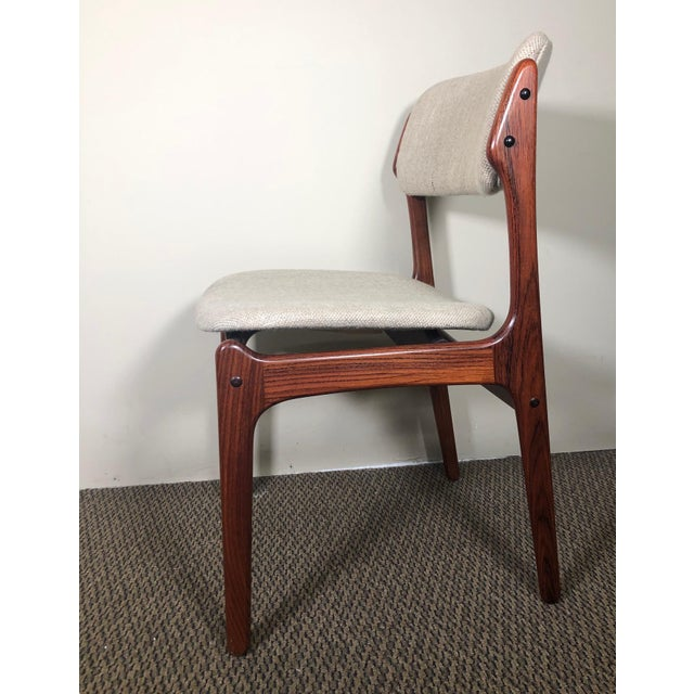 Fantastic set of 6 rosewood dining chairs by Erik Buch (Buck) with floating seat design and rounded back. Including two...