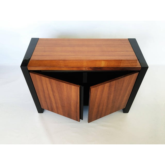 Henredon Koa Wood and Black Lacquer Nightstands or Side Tables - A Pair For Sale In Dallas - Image 6 of 9