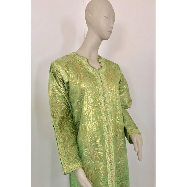 Moroccan Kaftan in Green and Gold Brocade Metallic Lame For Sale In Los Angeles - Image 6 of 12
