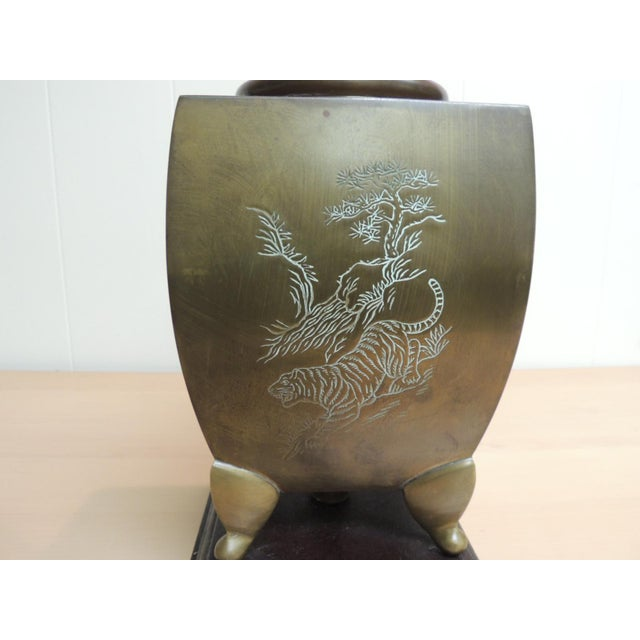 Mid-Century Modern Asian Brass Table Lamp For Sale In Miami - Image 6 of 6