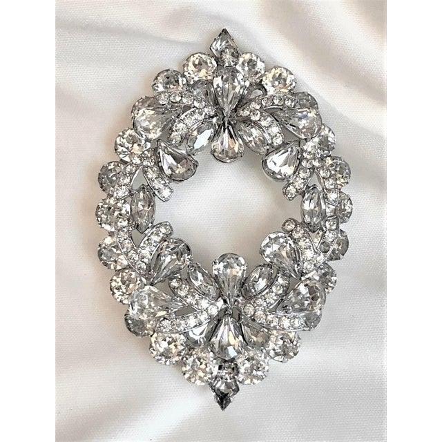 Eisenberg 1960s Eisenberg Large Faceted Crystal Brooch For Sale - Image 4 of 9