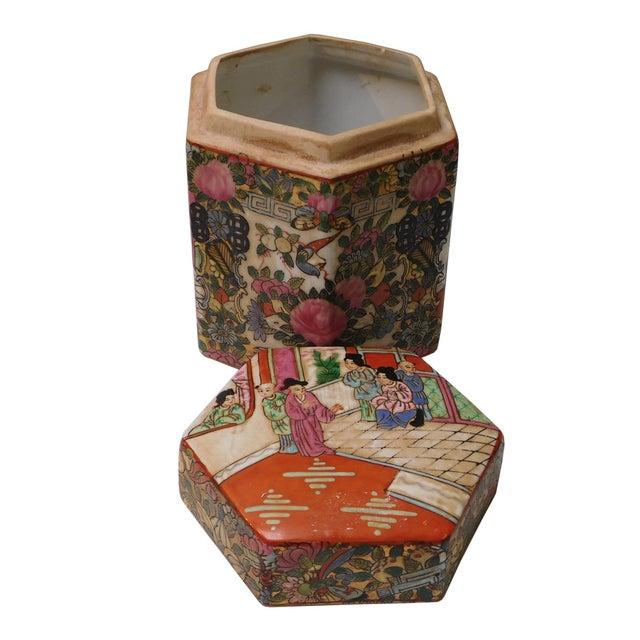 Chinese Decorative Porcelain Box - Image 4 of 6