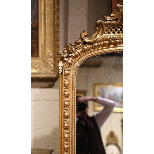 19th Century French Louis XV Carved Giltwood Mirror With Bird Decor For Sale - Image 4 of 10