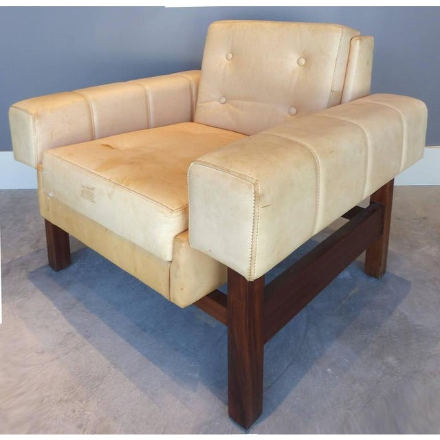 """1960s 1960s Sergio Rodrigues """"Navona"""" Club Chairs in Jacaranda and Leather - A Pair For Sale - Image 5 of 10"""