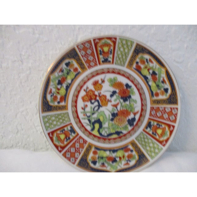 Beautiful set of four Japanese Imari porcelain display plates with gold accents.