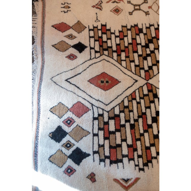 Moroccan Handwoven Rug Made with Natural Vegetable Dye and Wool For Sale In New York - Image 6 of 7