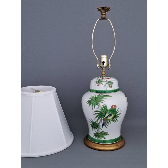 Asian Vintage Parrot and Palm Leaf Ceramic Ginger Jar Table Lamp - Mid Century Organic Modern Boho Chic Tropical Coastal MCM For Sale - Image 3 of 11