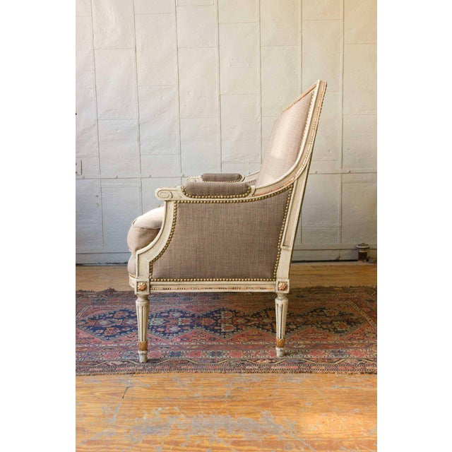Early 20th Century French Louis XVI Style Settee in Grey Linen - Image 7 of 11