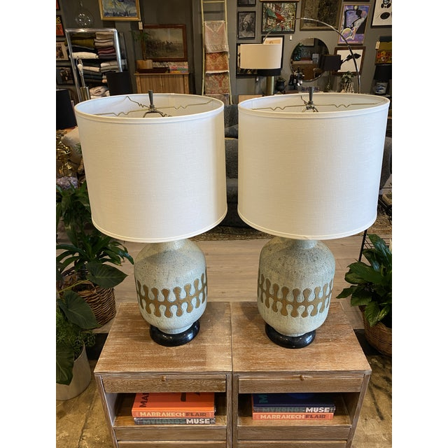 Mid-Century Modern American Mid-Century Modern Ceramic Lamps - Pair For Sale - Image 3 of 8