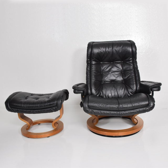 Vintage Scandinavian Modern Ekornes Stressless Recliner Chair & Ottoman For Sale In San Diego - Image 6 of 11