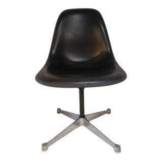 Mid Century Modern Charles Eames for Herman Miller Molded Side Chair For Sale