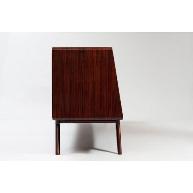1950s Dassi Style Mid-Century Sideboard in Rosewood and Glass, Italy circa 1955 For Sale - Image 5 of 10