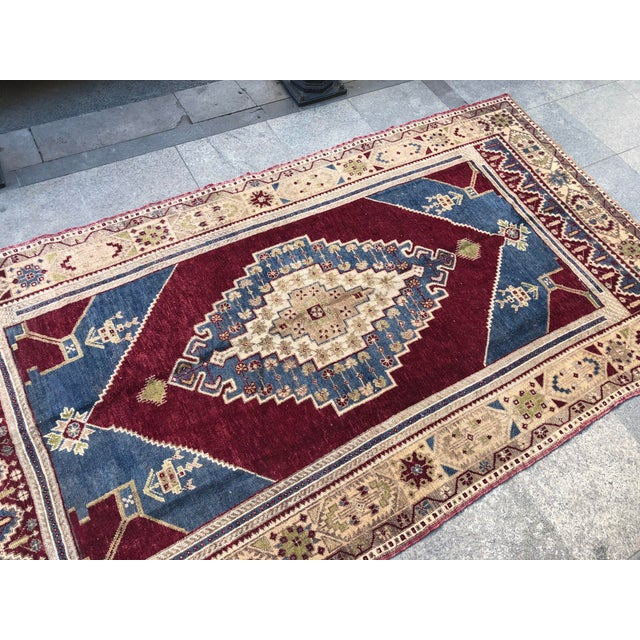 1960s Vintage Oversize Turkish Rug- 4′7″ × 8′8″ For Sale - Image 9 of 11