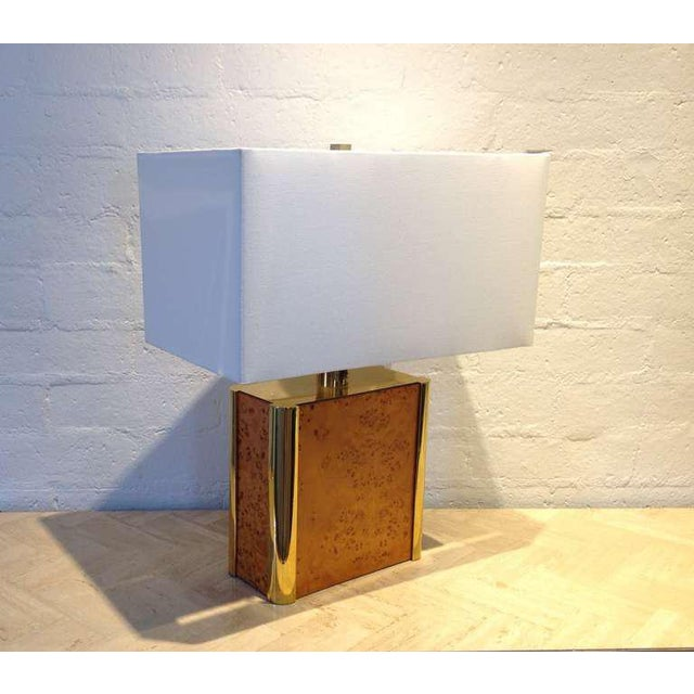 A very aesthetically pleasing table lamp designed by Milo Baughman from the 1960s. Burl-Wood with brass. Newly rewired....