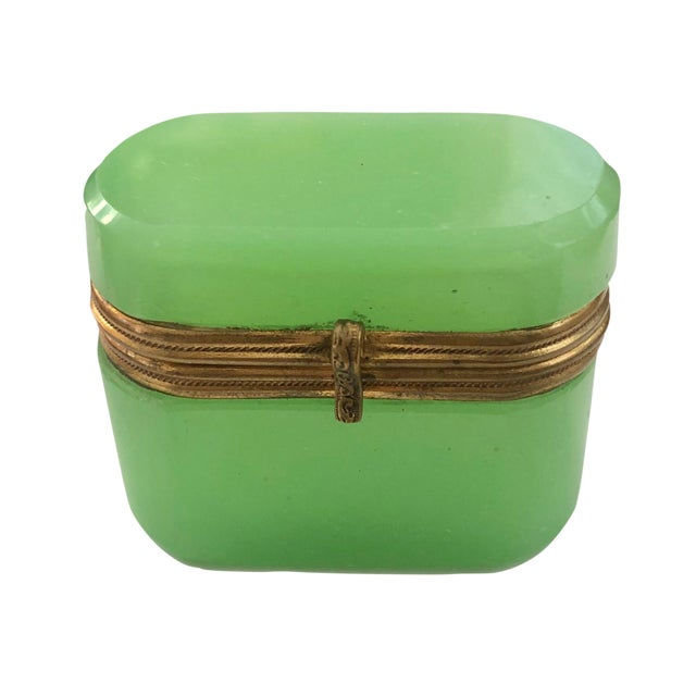 Late 19th Century Antiqee French Green Opaline Miniature Box For Sale