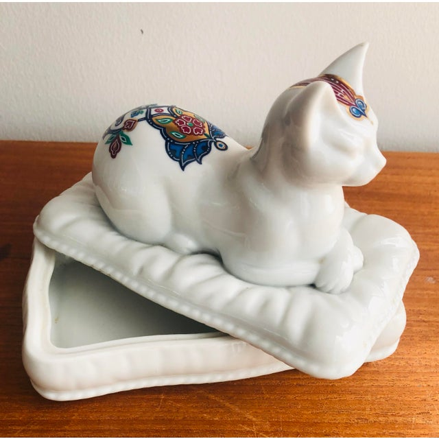 Vintage Porcelain Cat Jewelry Box Trinket Catch All For Sale In New York - Image 6 of 10