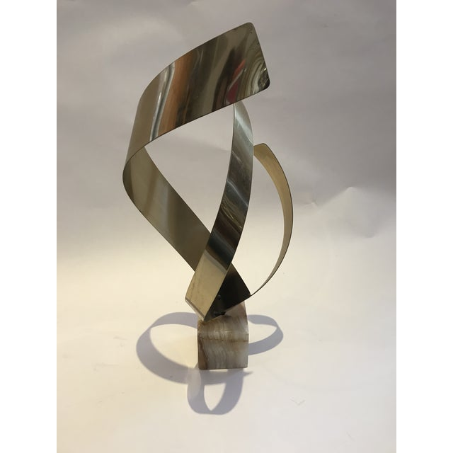 Curtis Jere Mid-Century Hollywood Regency Brass an Onyx Ribbon Table Sculpture For Sale In New York - Image 6 of 13