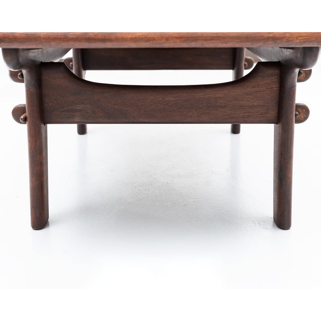 1960s Angel Pazmino Coffee Table in Rosewood and Leather, Ecuador, 1960s For Sale - Image 5 of 7