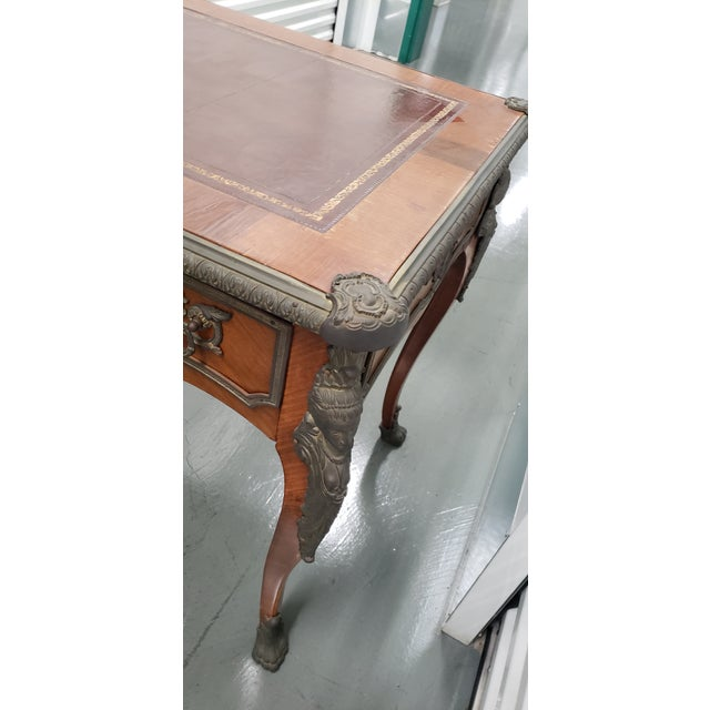 1940s French Louis XV Style Bureau Plat With Embossed Leather Top and Bronze Ormolu Mounts C.1940 For Sale - Image 5 of 8