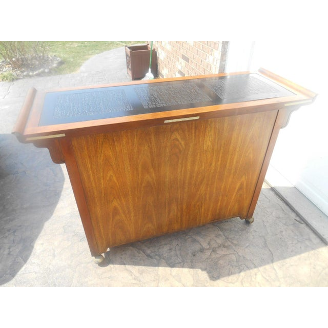 1960s Vintage Bernhardt Chinese Burl Walnut Dry Bar For Sale - Image 5 of 10