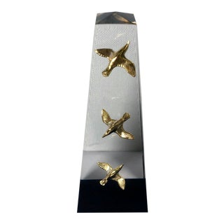 1960s Mid Century Modern Lucite Obelisk with Birds For Sale