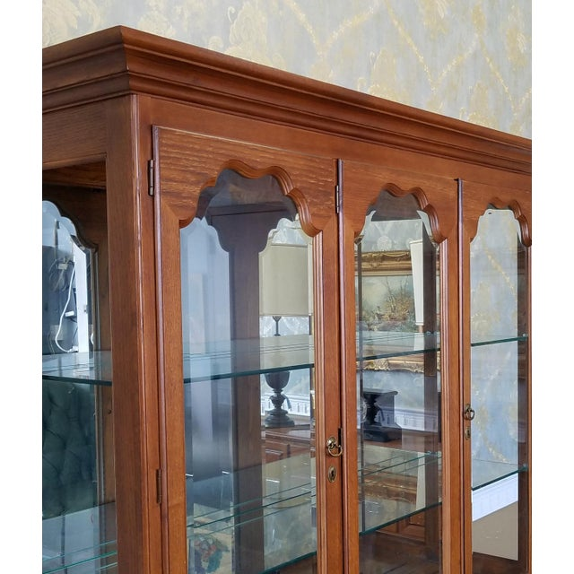 1990s Oak Drexel Heritage Carleton Collection Dining Room China Cabinet - Image 10 of 11