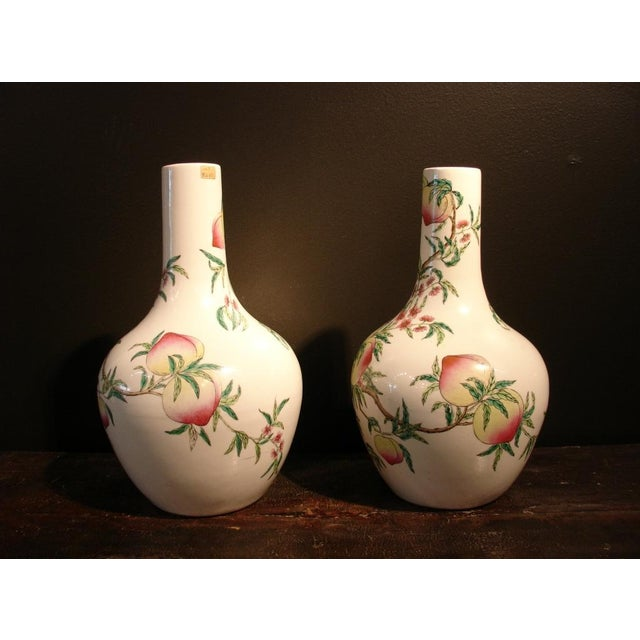 "Asian A Pair of Famille Rose ""Peaches"" Bottle Vases (Tianquiping) For Sale - Image 3 of 7"