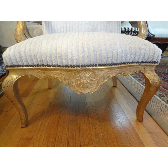 18th Century French Régence Giltwood Chair For Sale In Houston - Image 6 of 13